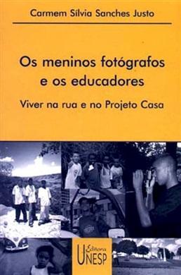 Os meninos fotógrafos e os educadores